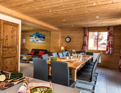 Open plan living space in chalet Snow Angel