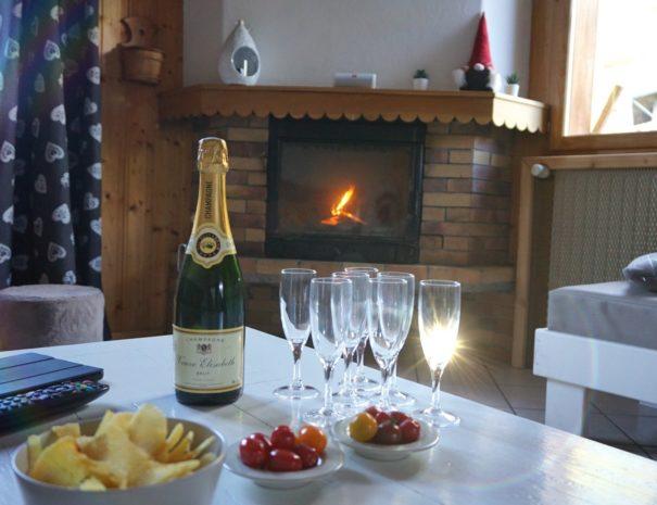 Chalets-Lacuzon Snow Valley aperitif au salon