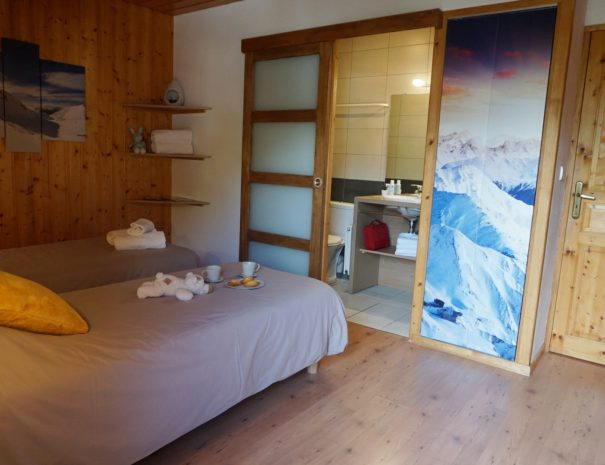 Chalets-Lacuzon Snow Valley ensuite bedroom