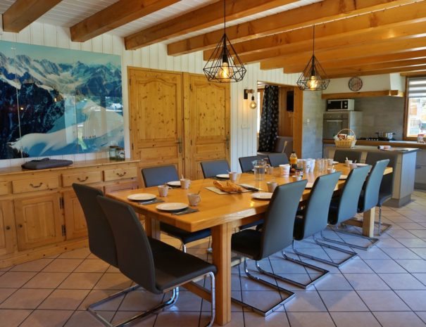 Chalet Snow Valley-large dining table