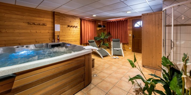 Wellness area with hot tub and sauna
