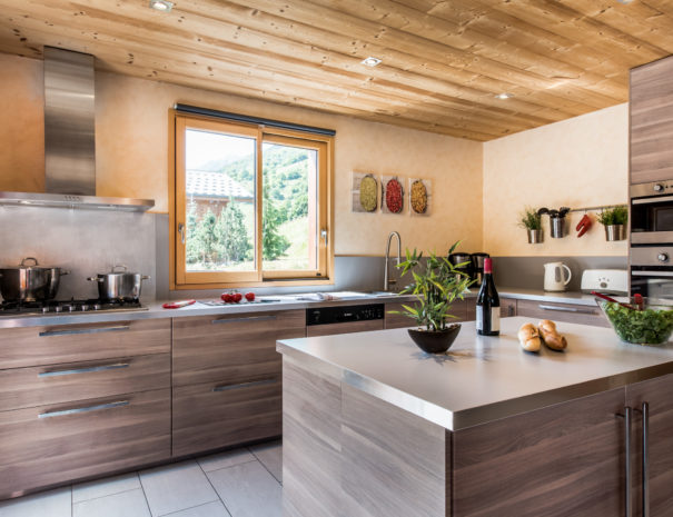 Well equipped kitchen in chalet Snow Dream