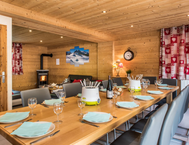 spacious open plan living space in ski chalet Lacuzon